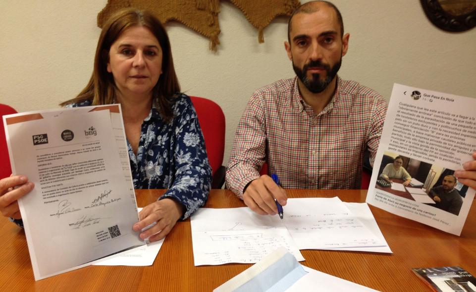 Marisol Villar muestra el escrito de la oposición y Pérez, las críticas en Facebook.  - FOTO: ECG
