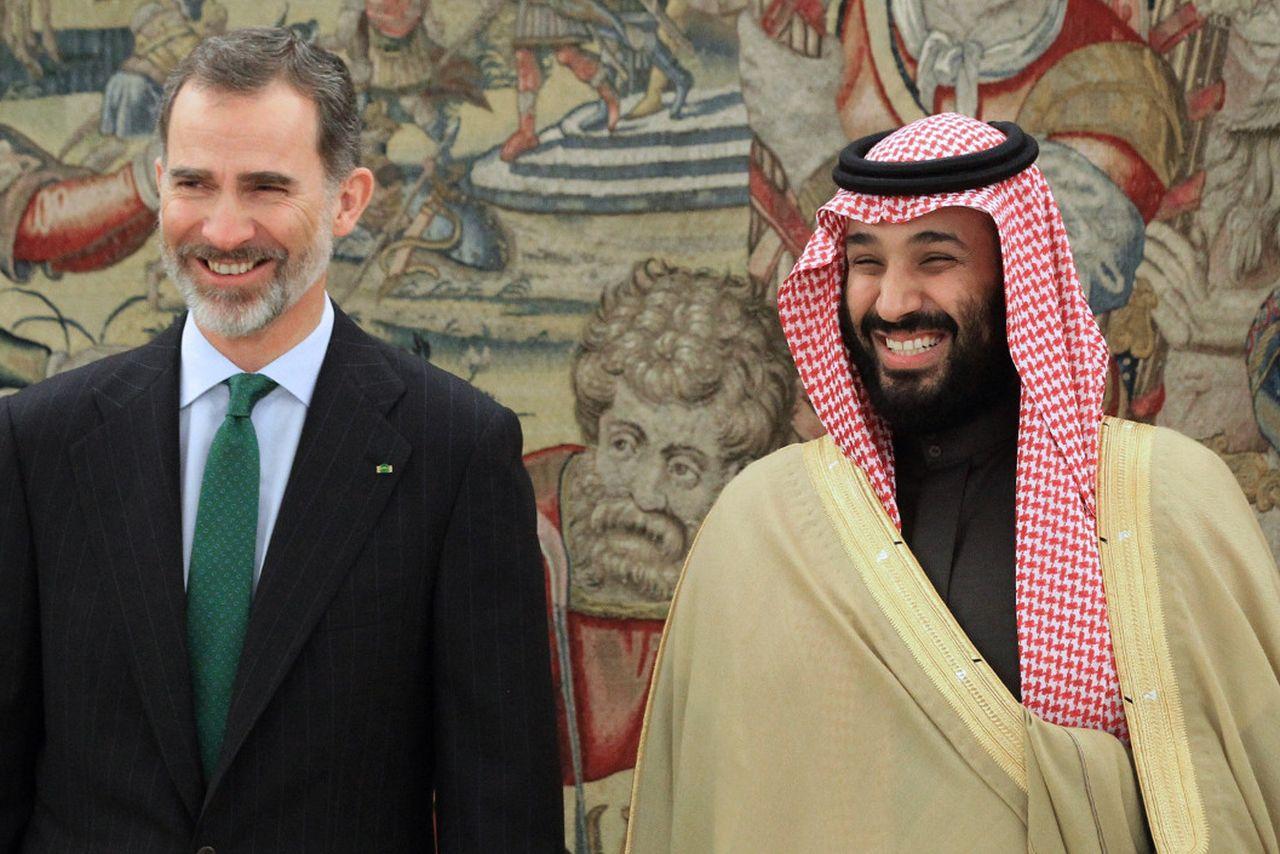 Último encuentro entre el rey Felipe VI y el príncipe heredero saudí, para concretar el contrato - FOTO: Efe/Zipi
