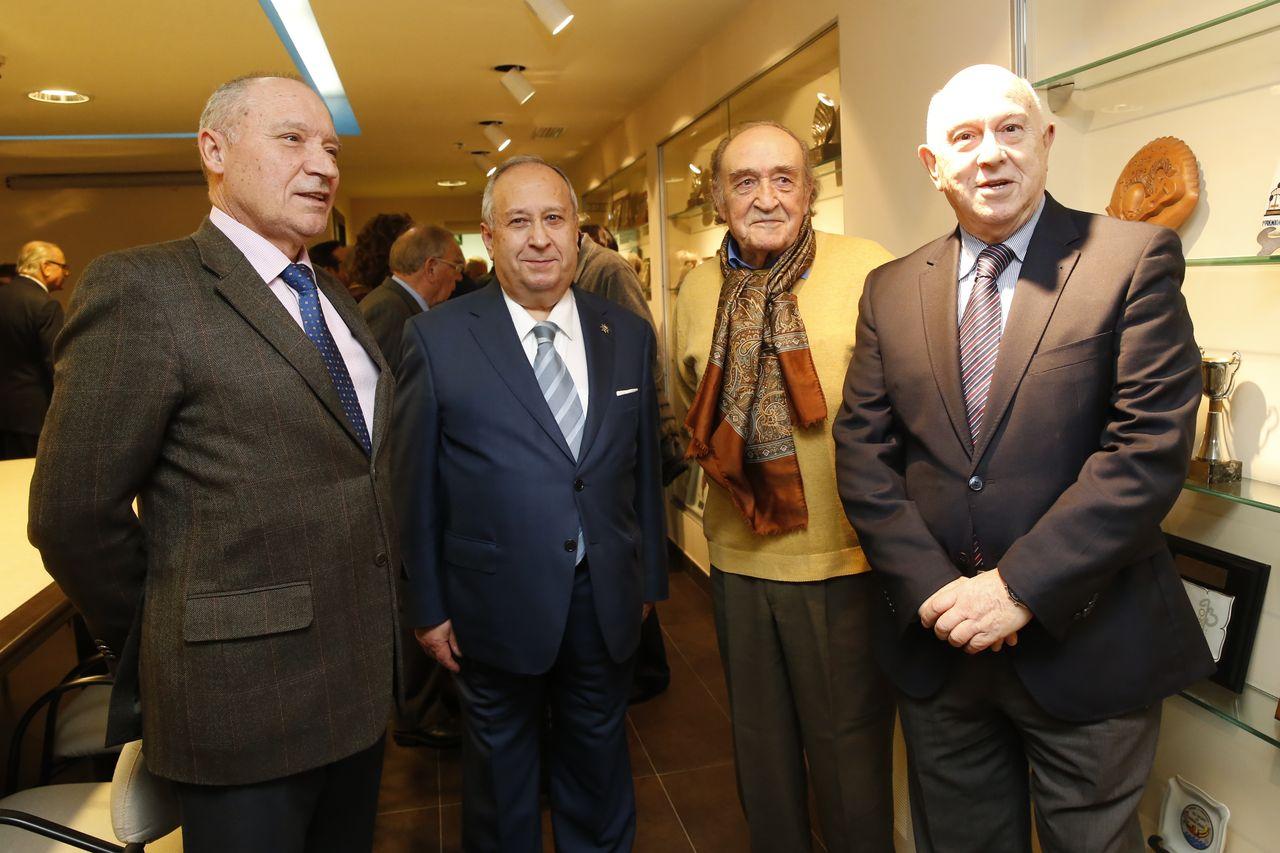 Tomás Pérez Vidal, primeiro pola esquerda, con José Carro Otero, Carlos Mella e Manuel Silva Romero, na presentación do libro