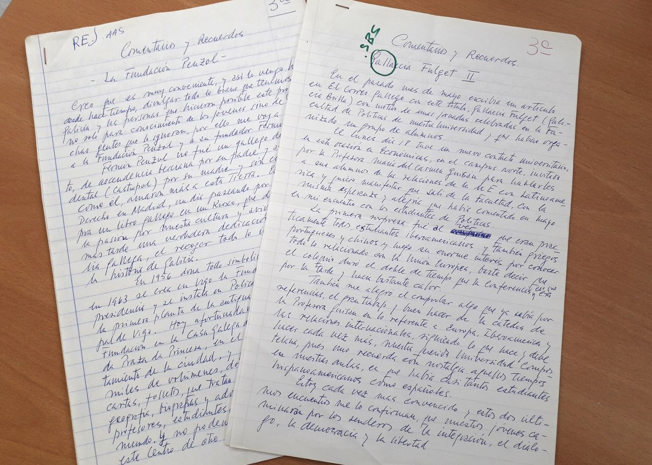 Dous dos artigos remitidos por Fernández-Albor a El Correo Gallego para a súa publicación  - FOTO: ECG