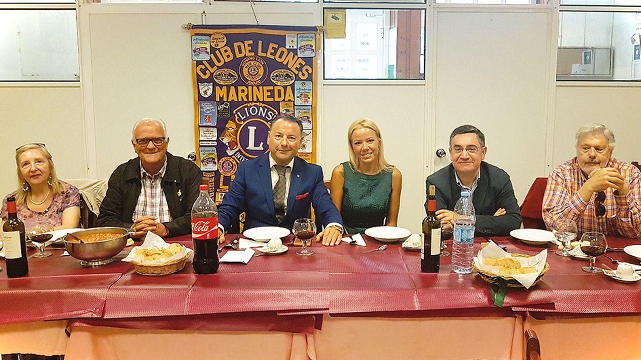 Comida benéfica del Club los Leones Marineda en la Cocina Económica