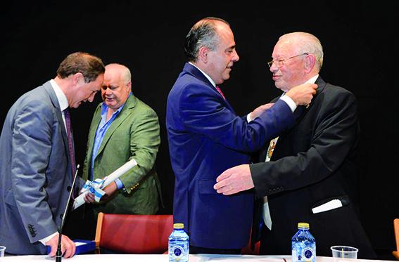 La Fundación Amigos de Galicia homenajea a Gerardo Lliñares