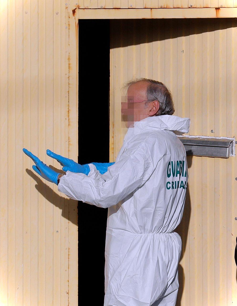 Recogen muestras en la nave donde fue encontrado el cuerpo de Diana Quer