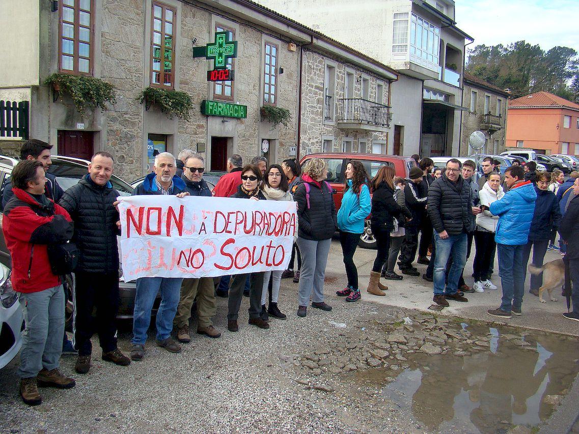 Protesta contra la nueva depuradora de Santiago