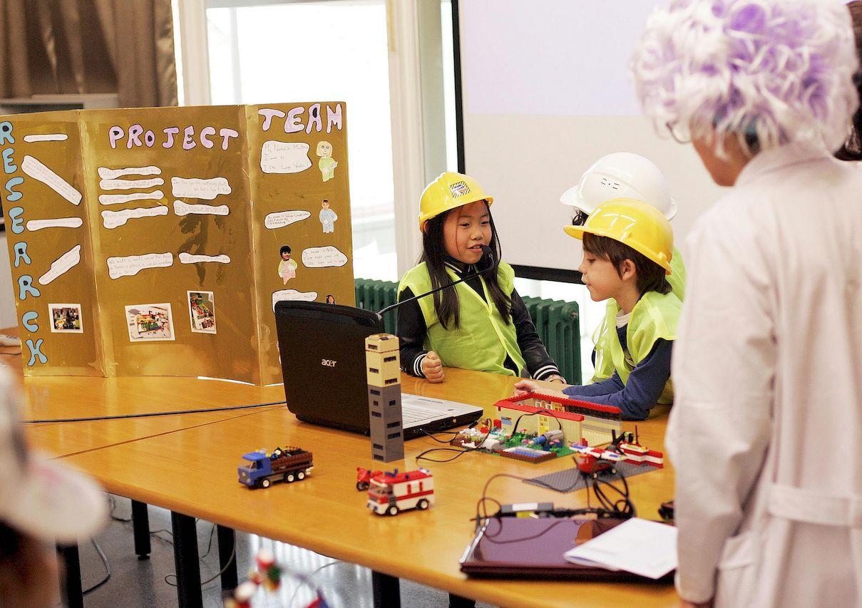 Concurso de robótica con piezas Lego en el Campus de Ferrol