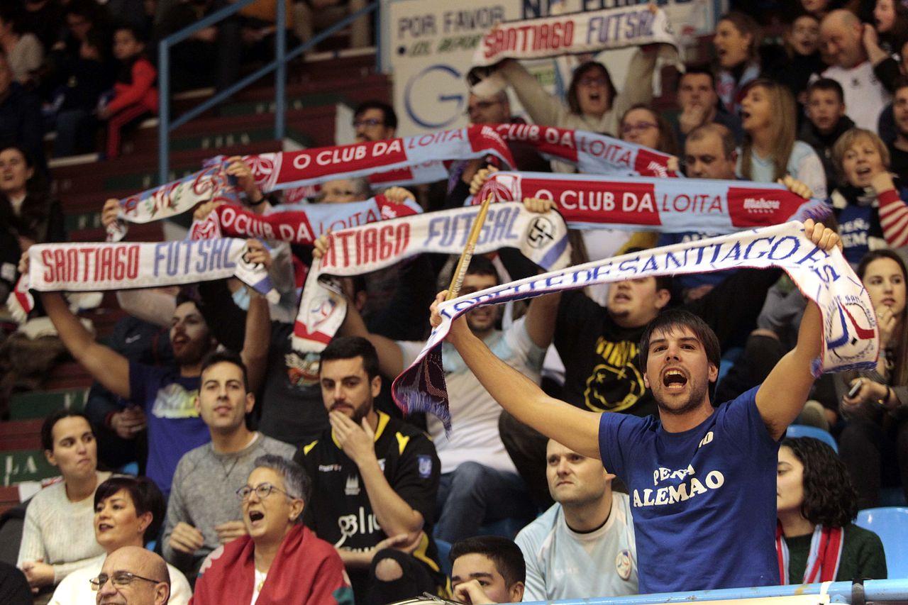 Imagenes del partido de futbol sala entre el Parrulo y el Futsal en a Malata