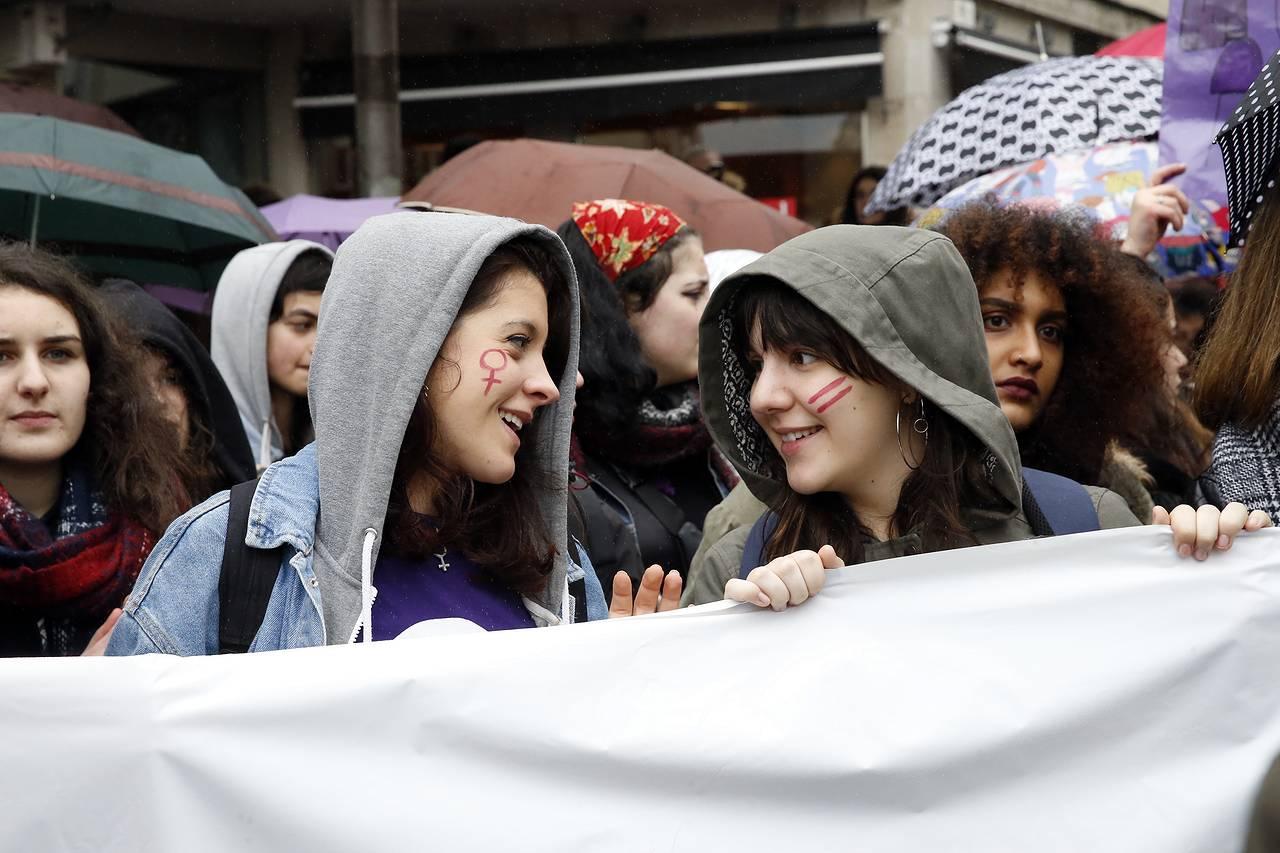 Manifestación en Compostela por la igualdad el Día de la mujer (1)