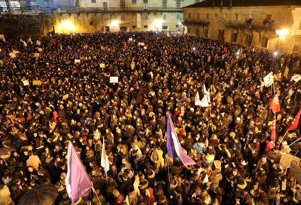 Manifestación en Compostela por la igualdad el Día de la mujer (2)