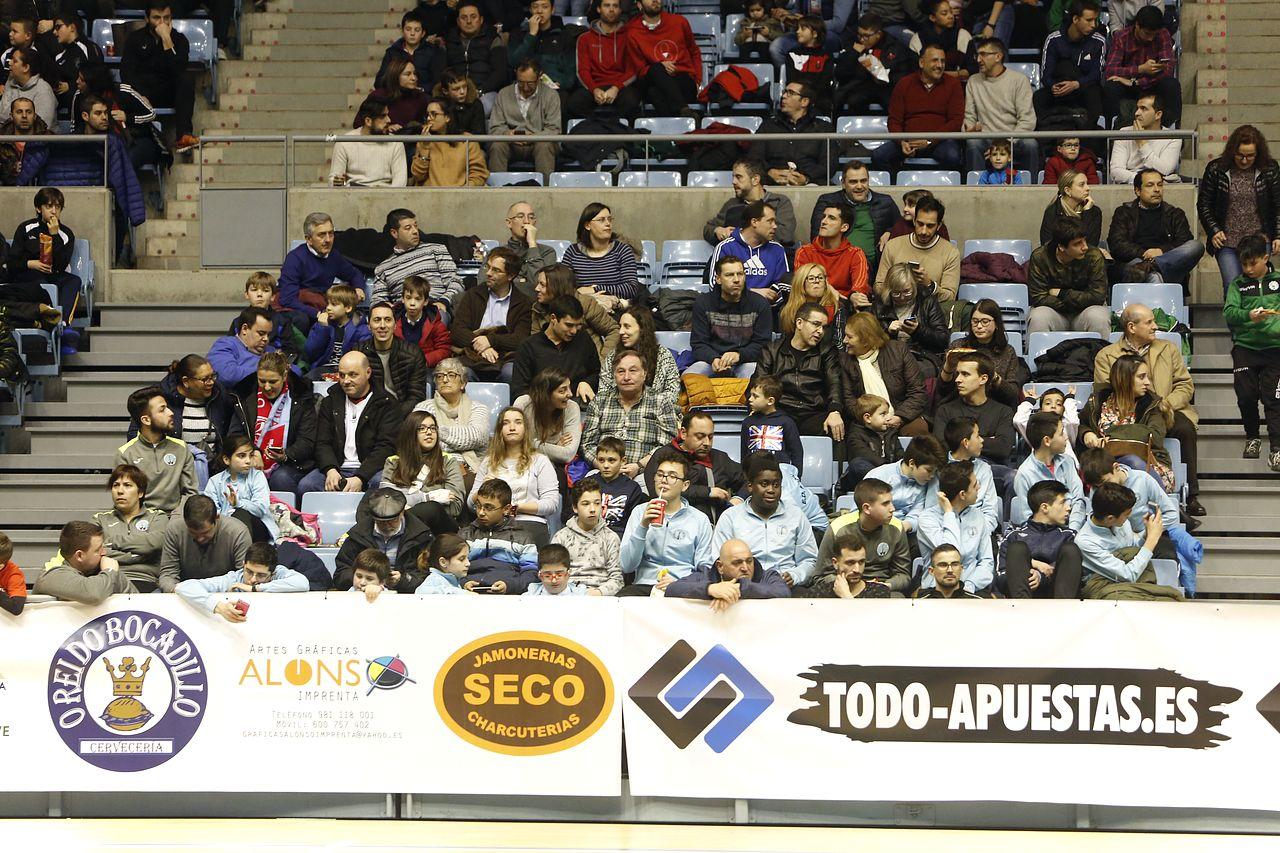 Imágenes del partido Santiago Futsal, 3 - ElPozo, 7
