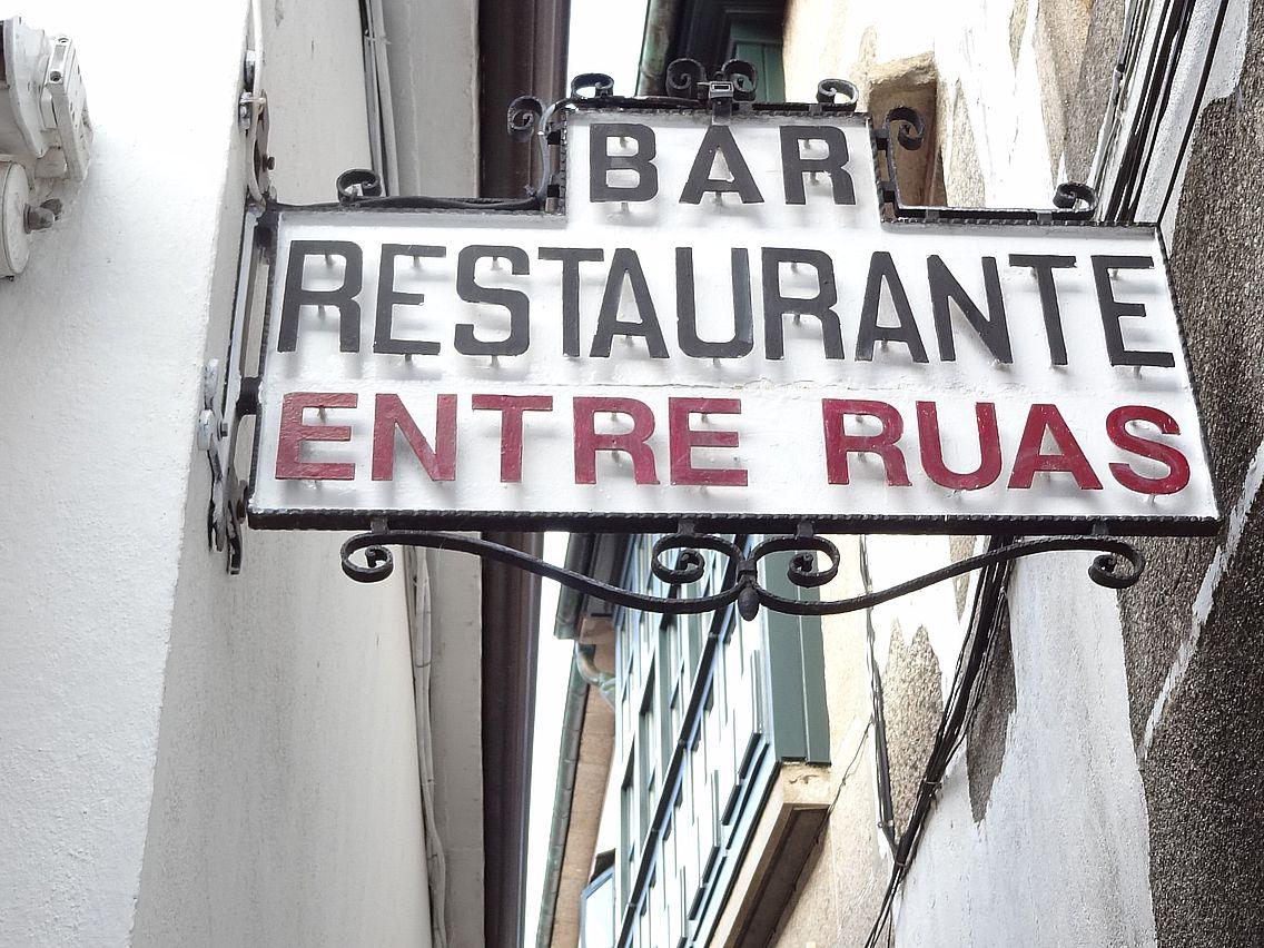 Rótulos y carteles en el Casco Viejo de Compostela