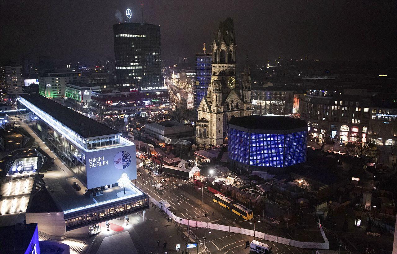 Imágenes del suceso en el que un camión arrolla un mercadillo de Berlín